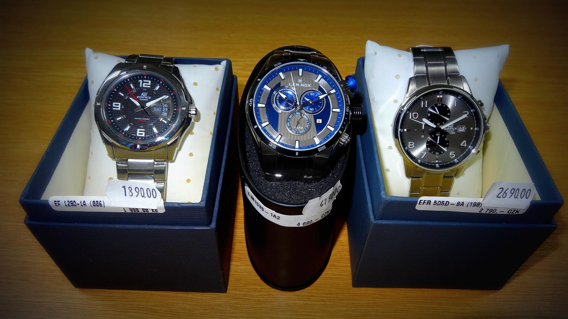 Hodinářství a klenoty Soukupovi Olomouc Povel ukázka zboží příjemné ceny  levné dámské pánské náramkové hodinky d004a892bba
